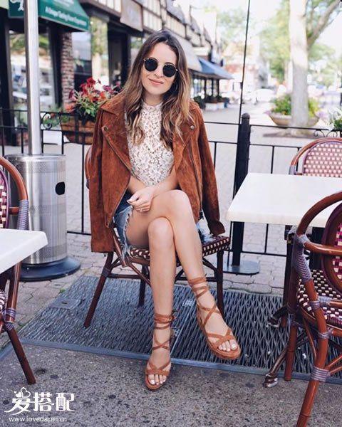 牛仔裙+麂皮绒夹克